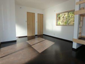 千葉県南房総市山下の売家 山あい趣味のプチ別荘 南総ユニオン株式会社 ドアはトイレと浴室です