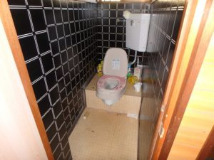 千葉県鴨川市内浦の古家付売地 海近で釣りの拠点や賃貸など 南総ユニオン株式会社 トイレは浄化槽です