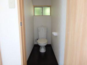 千葉県南房総市山下の売家 山あい趣味のプチ別荘 南総ユニオン株式会社 トイレは浄化槽ですよ