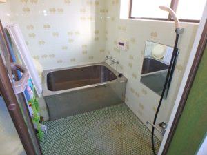 館山市の中古住宅 南房総の別荘 南総ユニオン株式会社 浴室は昭和な感じ