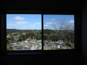 千葉県勝浦市上植野の中古住宅 勝浦市の売別荘 南総ユニオン株式会社 納戸横の窓からです