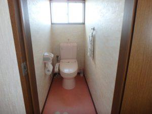 千葉県勝浦市上植野の中古住宅 勝浦市の売別荘 南総ユニオン株式会社 浴室側のトイレです