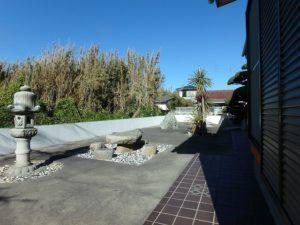 館山市の中古住宅 南房総の別荘 南総ユニオン株式会社 石灯篭がある純和風の庭