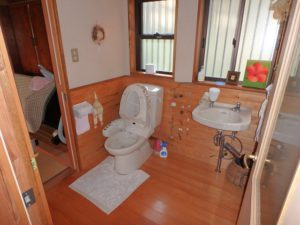 千葉県南房総市富浦町福沢の中古住宅 南房総市の田舎暮らし 南総ユニオン株式会社 トイレも余裕があります