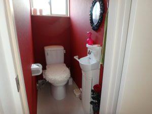 千葉県館山市加賀名の売家 館山の不動産 海が見える別荘 南総ユニオン株式会社 トイレの様子です