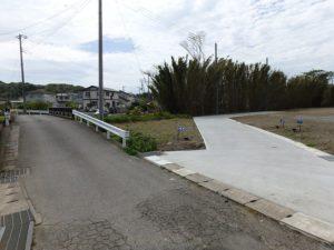 千葉県館山市の売地 館山市の広い土地 南総ユニオン株式会社 分譲地と公道のようす