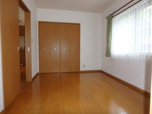千葉県鴨川市の不動産 鴨川の別荘 南総ユニオン株式会社 西側の洋室です