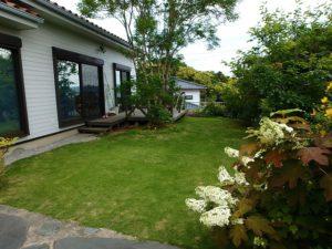 千葉県鴨川市の不動産 鴨川の別荘 南総ユニオン株式会社 庭造りも楽しめます