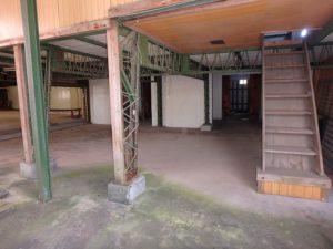 千葉県袖ケ浦市三箇の不動産 袖ヶ浦の古民家 房総の物件情報 南総ユニオン株式会社 工場内に入ってみます
