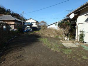 千葉県富津市萩生の売家 富津の中古住宅 海近の家 南総ユニオン株式会社 接道は未舗装道路です