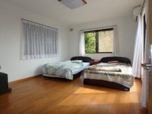 千葉県館山市布沼の中古住宅 南房総の別荘 戸建て 2階の洋室は10帖+WIC