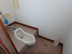 千葉県南房総市上滝田の中古住宅 南房総の不動産 お店付物件 2階のトイレは和式