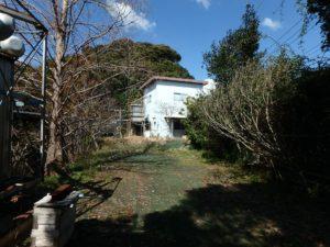 千葉県南房総市千倉町川戸の土地、上物付き 山の中にポツンと一軒家 敷地北側にはプレハブ