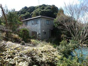 千葉県南房総市千倉町川戸の土地、上物付き 山の中にポツンと一軒家 もっと入り口側には母屋?