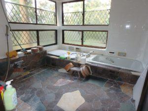 千葉県南房総市千倉町川戸の土地、上物付き 山の中にポツンと一軒家 浴室も広いですね
