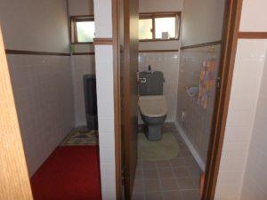 千葉県南房総市千倉町川戸の土地、上物付き 山の中にポツンと一軒家 1階のトイレ