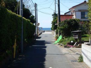 千葉県館山市北条の土地 海近くの物件 移住用地 海方面へ続く路地