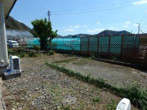 千葉県安房郡鋸南町元名の中古物件 道の駅保田小学校近く 今度は庭に出てみました