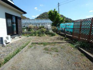 千葉県安房郡鋸南町元名の中古物件 道の駅保田小学校近く 駐車スペースです