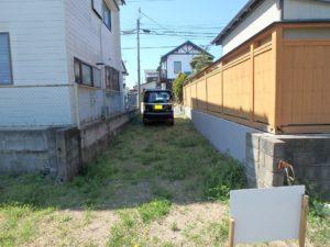 千葉県館山市北条の土地 海近くの物件 移住用地 道路方面を見ています