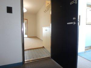 千葉県鴨川市東江見のリゾートマンション、鴨川の不動産、南房総の海が見える物件 室内に入ります