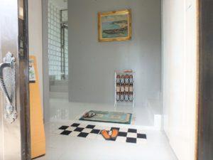 千葉県館山市坂井の豪華高級別荘 海一望の物件 館山の海が見える中古 モダニズムですね