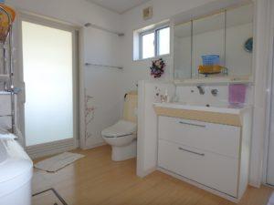 千葉県南房総市白浜町 海一望の物件 海が見える別荘 おしゃれな家 1階の洗面脱衣室