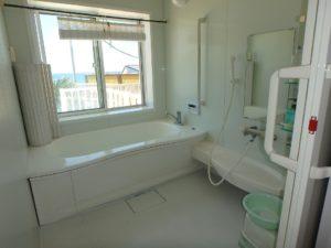 千葉県南房総市白浜町 海一望の物件 海が見える別荘 おしゃれな家 バスルームもゆったり