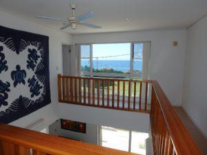 千葉県南房総市白浜町 海一望の物件 海が見える別荘 おしゃれな家 2階に上がってきました