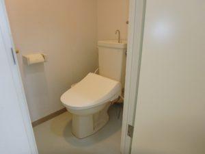 千葉県鴨川市東江見のリゾートマンション、鴨川の不動産、南房総の海が見える物件 対面にトイレ