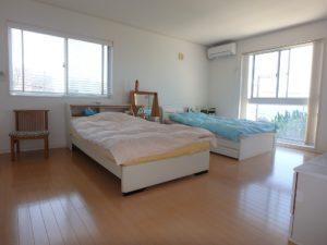 千葉県南房総市白浜町 海一望の物件 海が見える別荘 おしゃれな家 寝室広いですねー