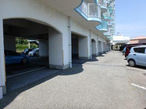 千葉県鴨川市東江見のリゾートマンション、鴨川の不動産、南房総の海が見える物件 マンション1階カースペース