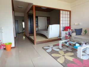 千葉県館山市洲崎のマンション 海が見える物件 リゾート別荘 リビング間仕切りの和室です