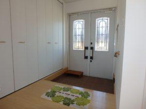 千葉県南房総市白浜町 海一望の物件 海が見える別荘 おしゃれな家 玄関ドアが雰囲気ある