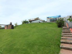 千葉県館山市坂井の豪華高級別荘 海一望の物件 館山の海が見える中古 建物全面はキレイな芝庭