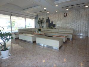 千葉県鴨川市東江見のリゾートマンション、鴨川の不動産、南房総の海が見える物件 エントランスホールです