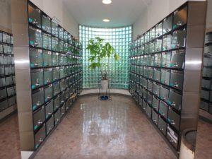 千葉県鴨川市東江見のリゾートマンション、鴨川の不動産、南房総の海が見える物件 エントランスにメールBOX