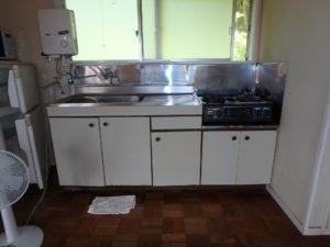 千葉県館山市布沼の不動産 アトリエ別荘 中古物件 キッチンはこんな感じ