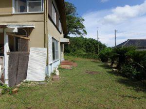 千葉県館山市布沼の不動産 アトリエ別荘 中古物件 敷地広々で庭いじりもできる