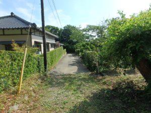 千葉県館山市布沼の不動産 アトリエ別荘 中古物件 進入私道のようす