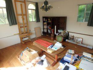 千葉県館山市布沼の不動産 アトリエ別荘 中古物件 1階アトリエは一段低い