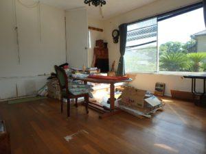 千葉県館山市布沼の不動産 アトリエ別荘 中古物件 15帖の広さです
