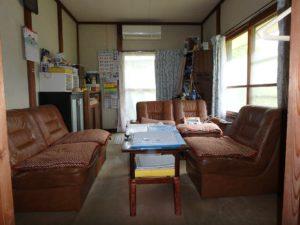 千葉県館山市の不動産 中古住宅 海が見える物件 田舎暮らし 玄関右手は6帖の洋室