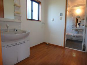 千葉県館山市加賀名の不動産 館山ポピーランドの中古住宅 海一望海が見える物件 キッチンに隣接して浴室