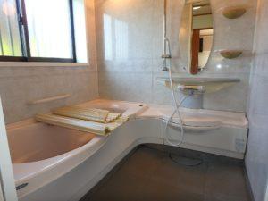 千葉県館山市加賀名の不動産 館山ポピーランドの中古住宅 海一望海が見える物件 浴室もきれいです