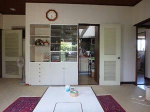 千葉県館山市長須賀の中古住宅 館山の不動産 間仕切棚の向こうは台所