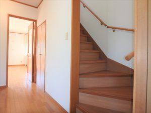 千葉県館山市加賀名の不動産 館山ポピーランドの中古住宅 海一望海が見える物件 続いて2階に上がります