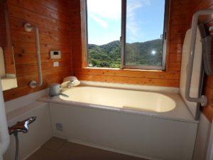 千葉県館山市加賀名ポピーランドの別荘 海一望の物件 海が見える不動産 2階のバスルーム