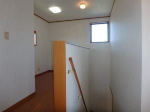 千葉県館山市加賀名の不動産 館山ポピーランドの中古住宅 海一望海が見える物件 階段横にSルーム