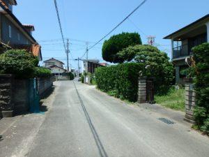 千葉県館山市長須賀の中古住宅 館山の不動産 接道のようす